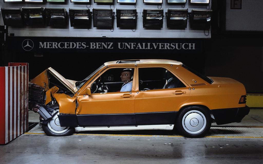 Mercedes-190-06
