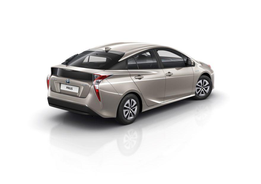 El Toyota Prius se vuelve más tecnológico desde 29.990 euros en España