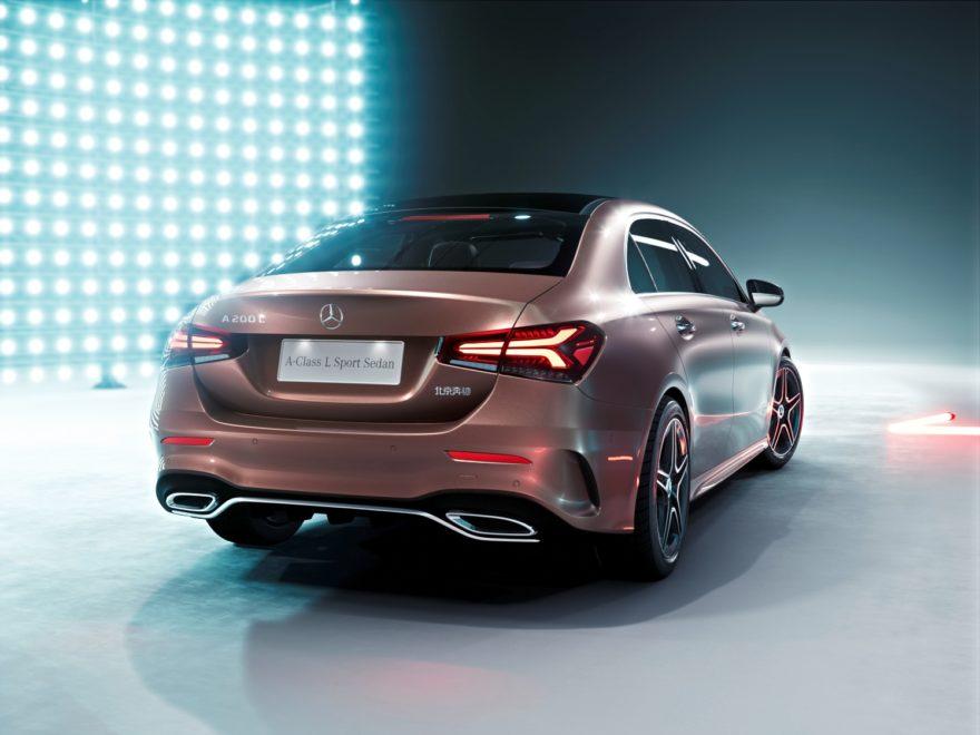 El Mercedes-Benz Clase A L Sedan se presenta en Pekín como un modelo exclusivo para el público chino