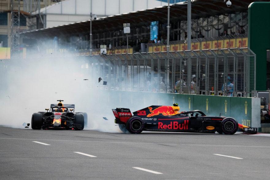 Los dos Red Bull acabaron fuera de carrera tras este accidente