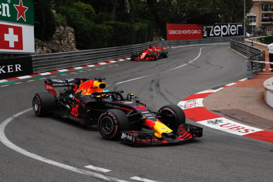Ricciardo evitó que Vettel le rebasase