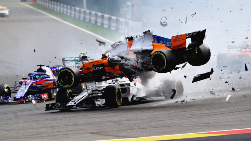 Alonso volando literalmente por encima de Leclerc en Spa