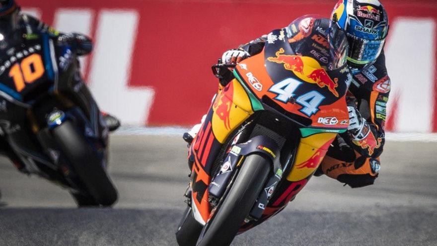 Oliveira se pone como líder del Mundial de Moto2