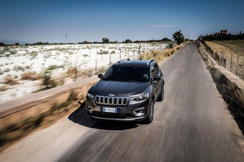 El Jeep Cherokee se actualiza estética y tecnológicamente y llega a España desde 44.200 euros