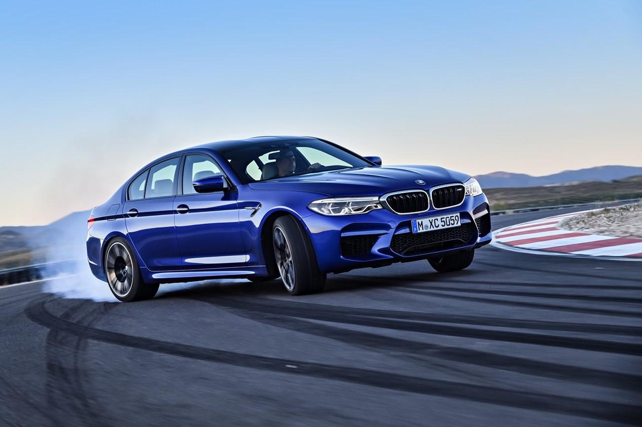 GT-R Track edition vs BMW M5 vs 911 S Turbo