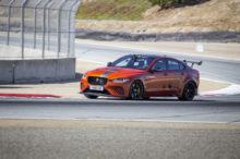 El Jaguar XE SV Project 8 fulmina el récord en Laguna Seca convirtiéndose en la berlina más rápida