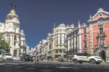 Circular por Madrid: nuevos límites de velocidad para vehículos y maniobras permitidas para bicicletas y patinetes