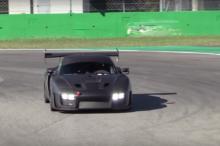 El nuevo Porsche 935 ya ha pisado tierra y nos los demuestra en el circuito de Monza