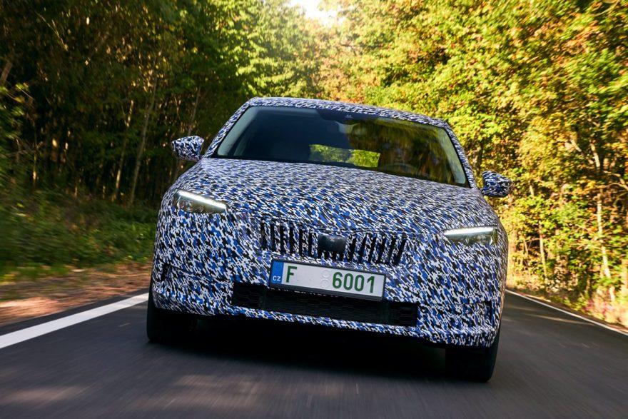 Škoda Scala, primeros datos oficiales e imágenes con camuflaje del nuevo compacto checo