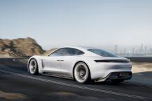 El Porsche Taycan causa furor antes de su llegada con más de 20.000 depósitos