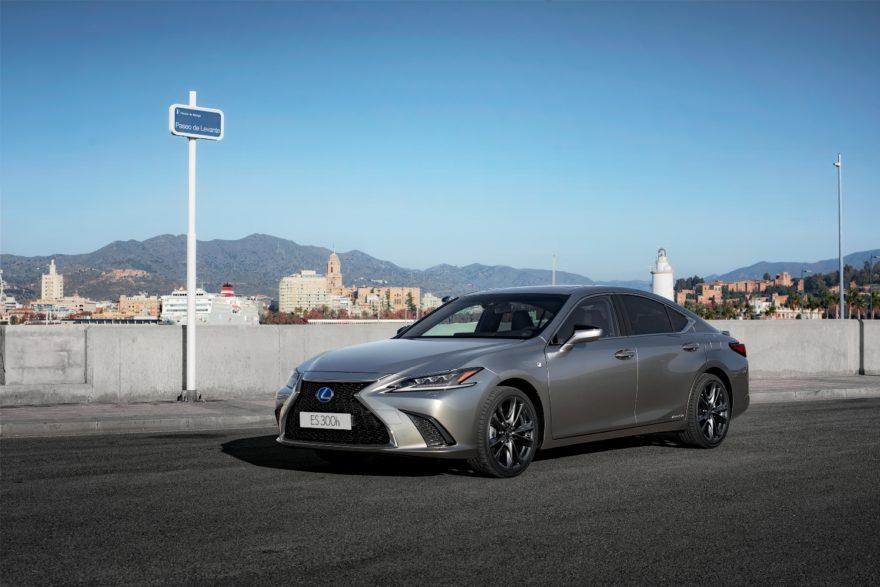 Lexus Es 300h 2019 (33)