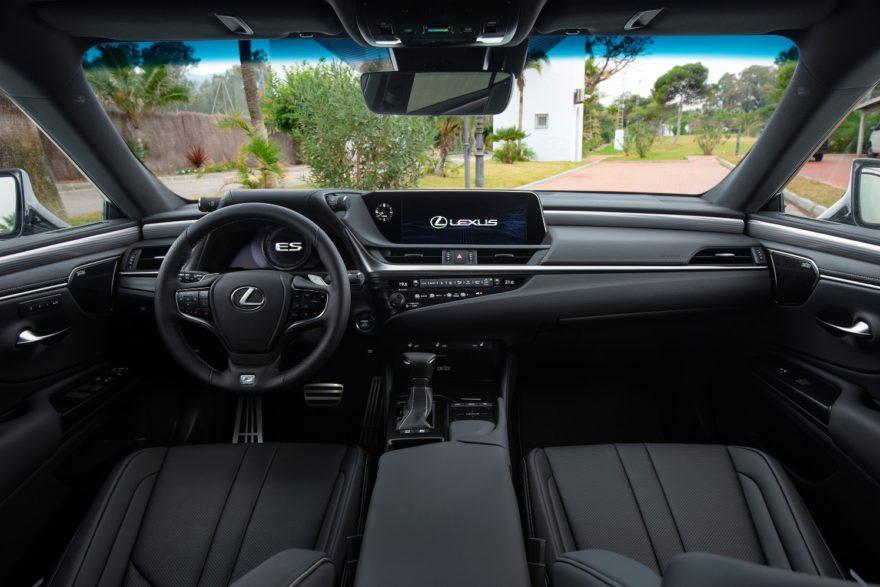 Lexus Es 300h 2019 (9)