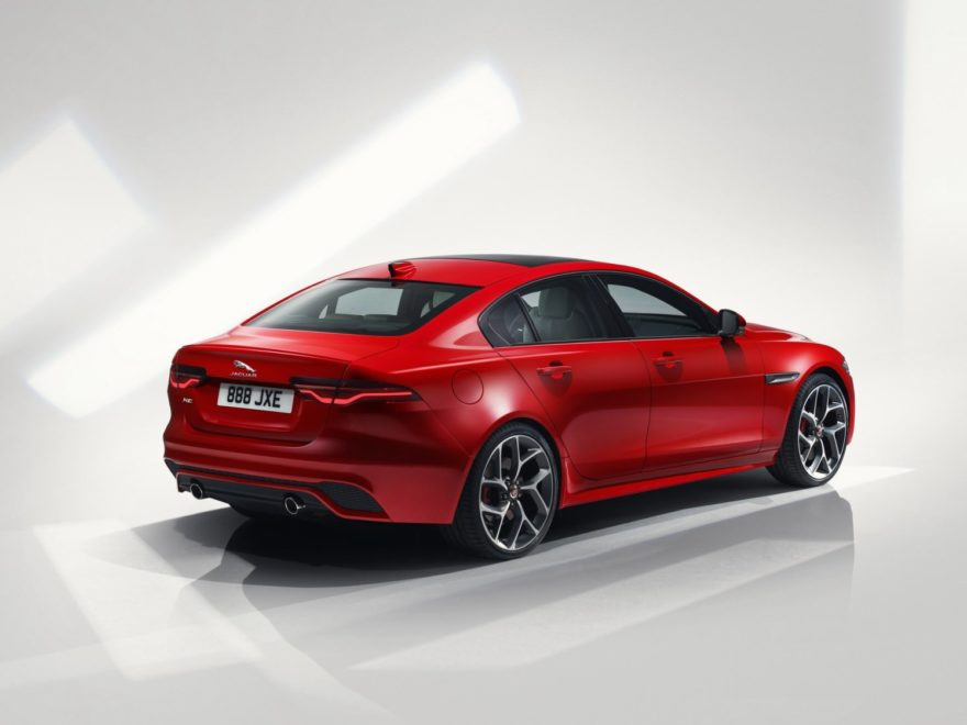 Jaguar Xe 2020 (14)