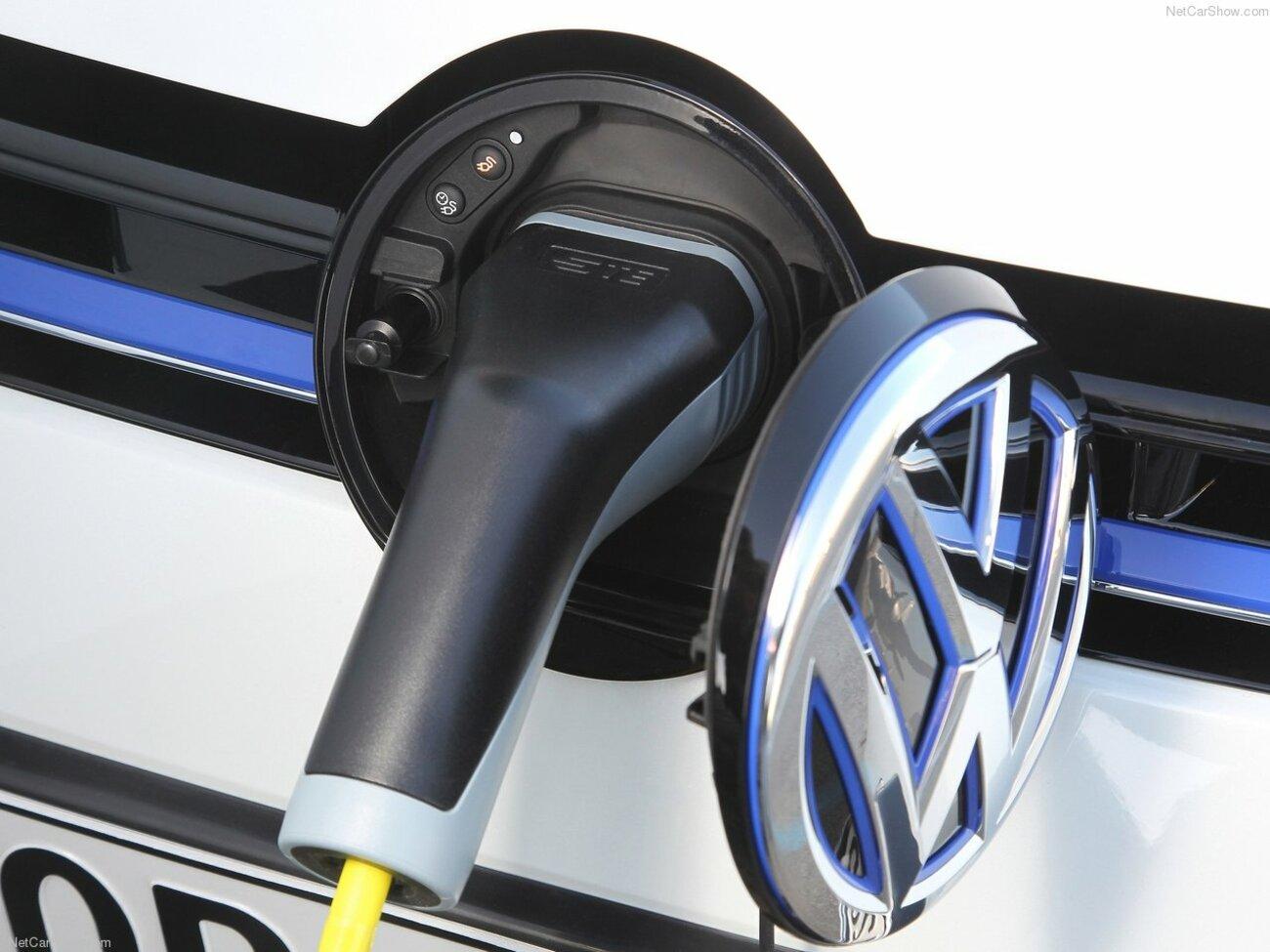 Volkswagen-Golf_GTE-2015