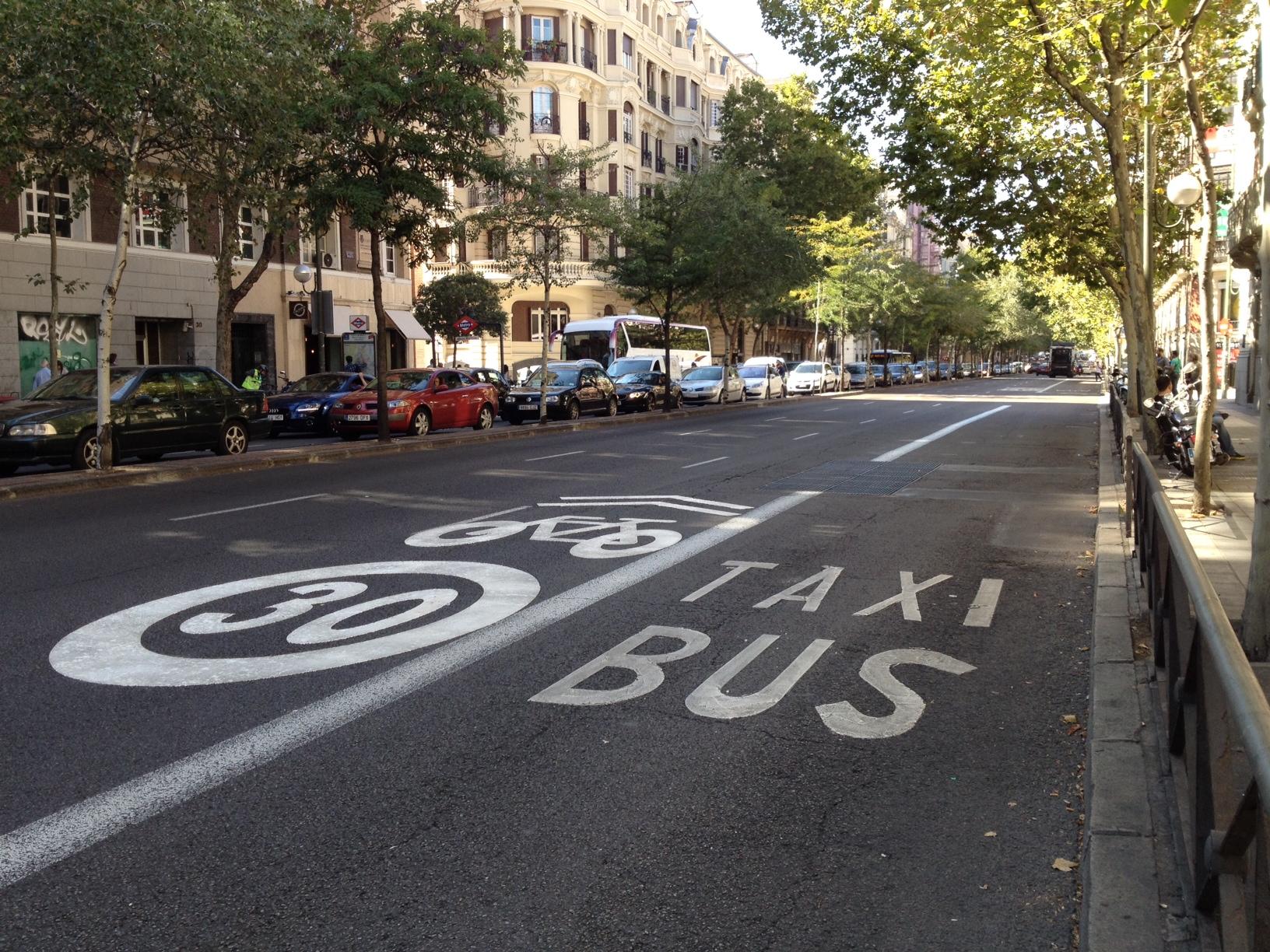 Circular Carril Bus En Ciudad