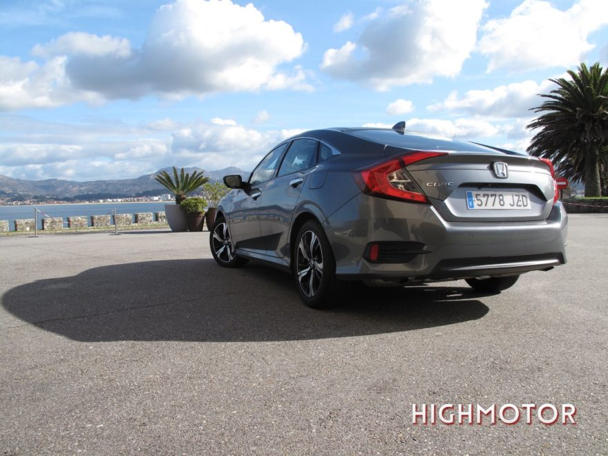 Comparativa Honda Civic Vtec Sedan Vs Civic I Dtec Cinco Puertas 04