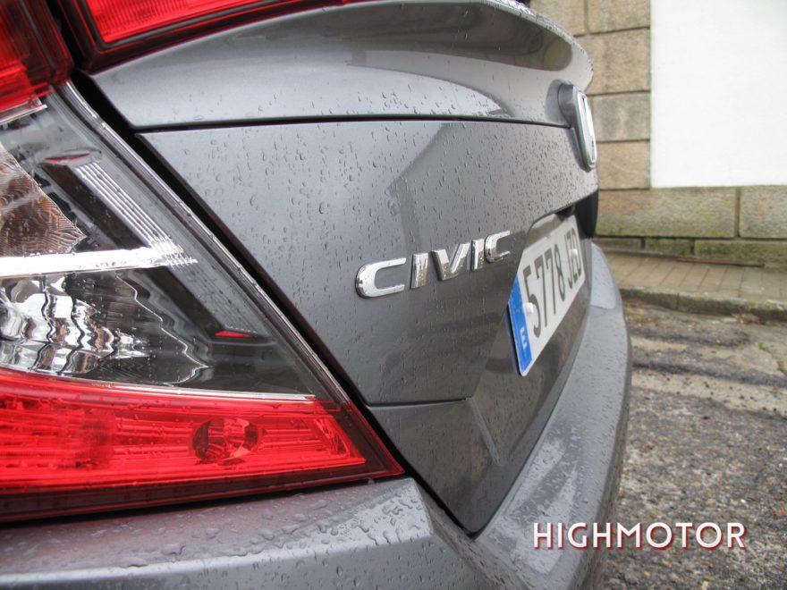 Comparativa Honda Civic Vtec Sedan Vs Civic I Dtec Cinco Puertas 24