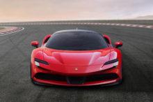 El Ferrari SF90 Stradale es híbrido, tiene 1.000 CV y promete ser el más rápido de la historia de la marca