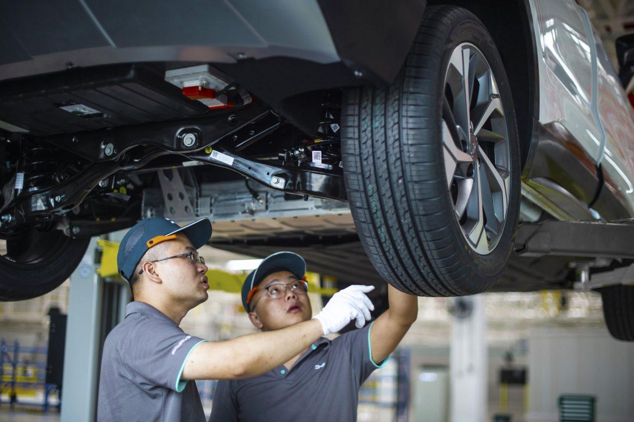 Mecánicos Taller Ruedas Neumáticos Revisión