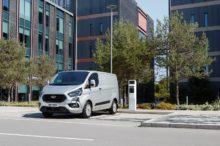 La Ford Transit se actualiza y recibirá versión híbrida enchufable junto con la Tourneo Custom