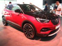 El Opel Grandland X Hybrid4 ofrece hasta 52 kilómetros de autonomía completamente eléctrica