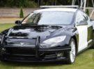 Un Tesla Model S utilizado como coche de policía se queda sin batería en mitad de una persecución