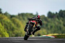 Saluda a la Ducati Streetfighter V4, una hypernaked bestial de 208 CV inspirada en el Joker