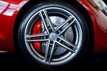 Mi coche suena al frenar: causas y posibles soluciones