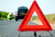 'Help Flash': qué son y por qué es recomendable llevarlos en el coche además de los triángulos