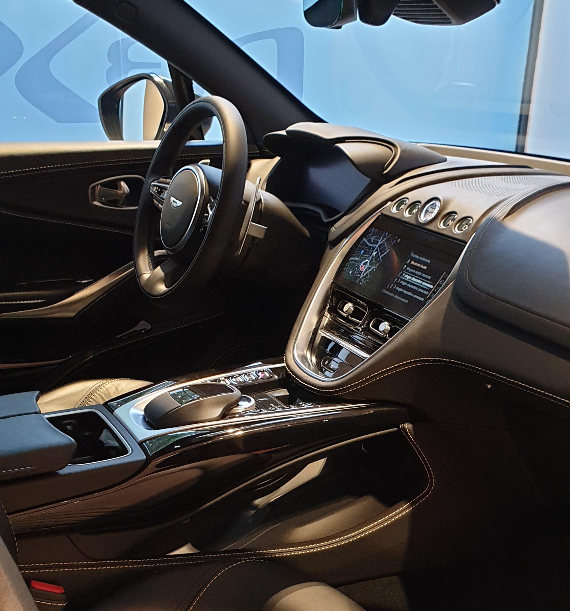Aston Martin Dbx Presentación Oficial (20)