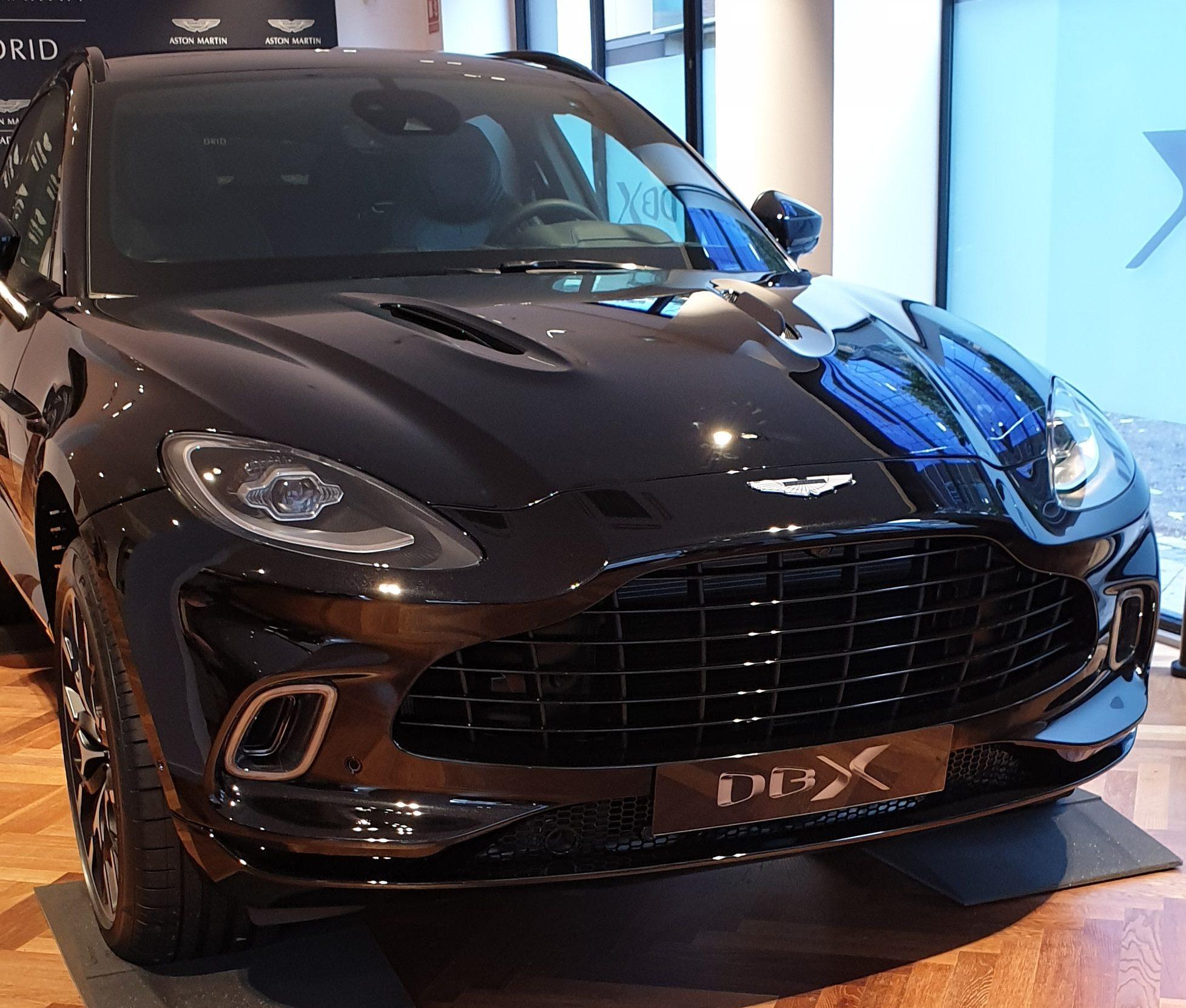 Aston Martin Dbx Presentación Oficial (28)