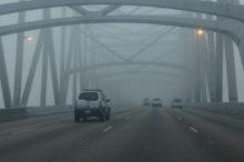 Cómo conducir con niebla con seguridad