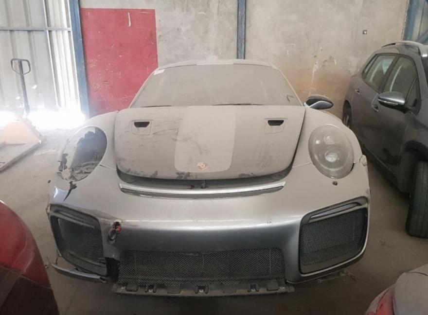 Porsche 911 Gt2 Rs Abandonado 1
