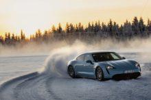 El Porsche Taycan no le tiene miedo al frío: así rueda el eléctrico alemán sobre la nieve de Finlandia