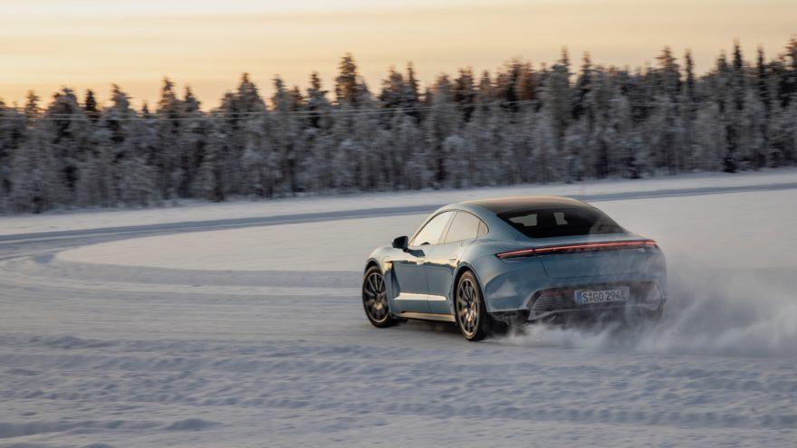 Porsche Taycan Nieve 5