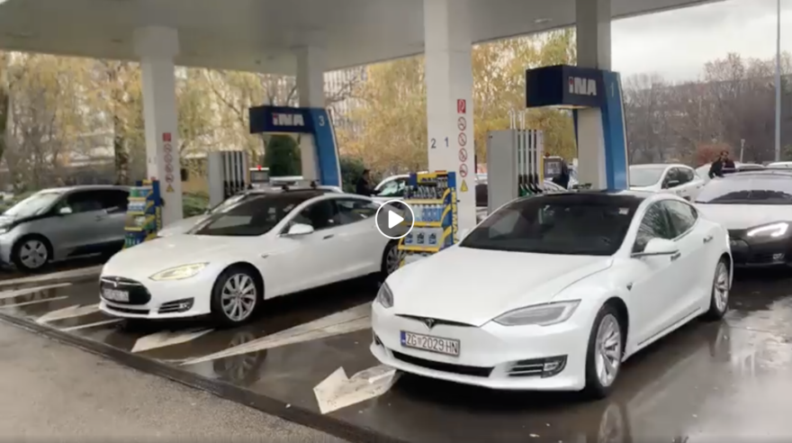 Tesla Supercargadores Ocupados Venganza 1