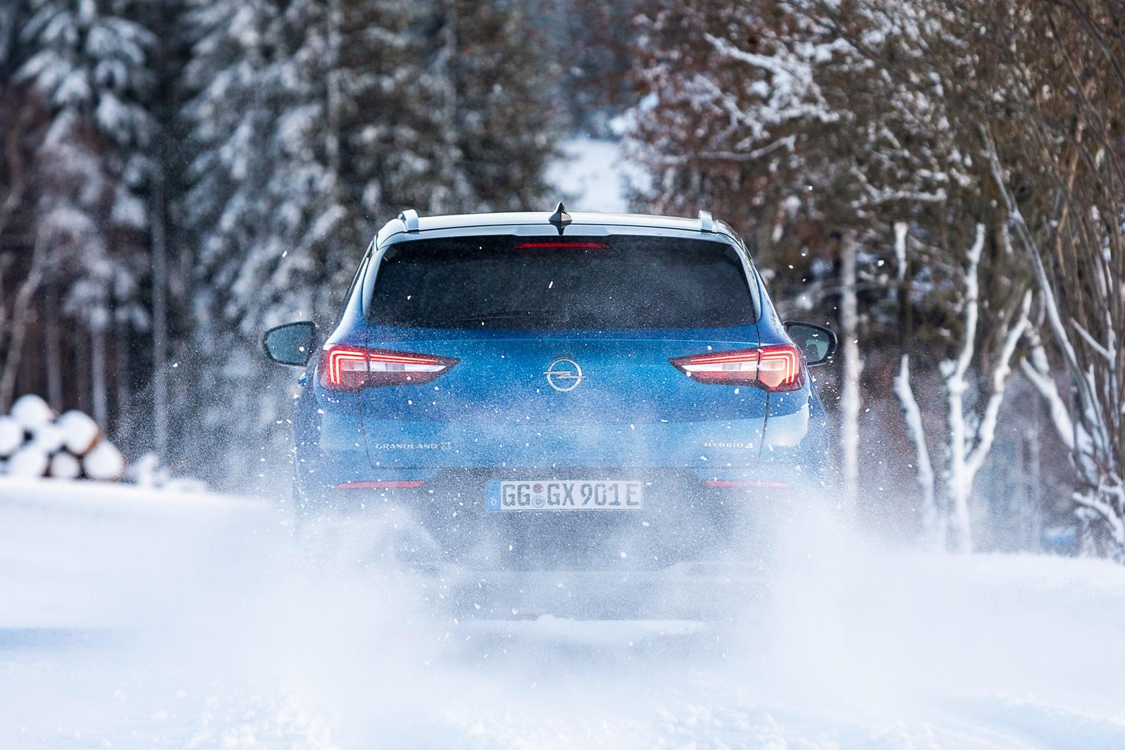 Opel Grandland X Hybrid4 (14)