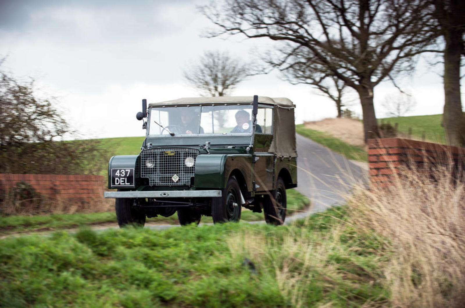 37 Land Rover Series 1 Tracking Front