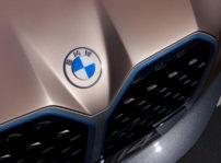 BMW presenta oficialmente su nuevo logotipo pero, de momento, no se utilizará en automóviles