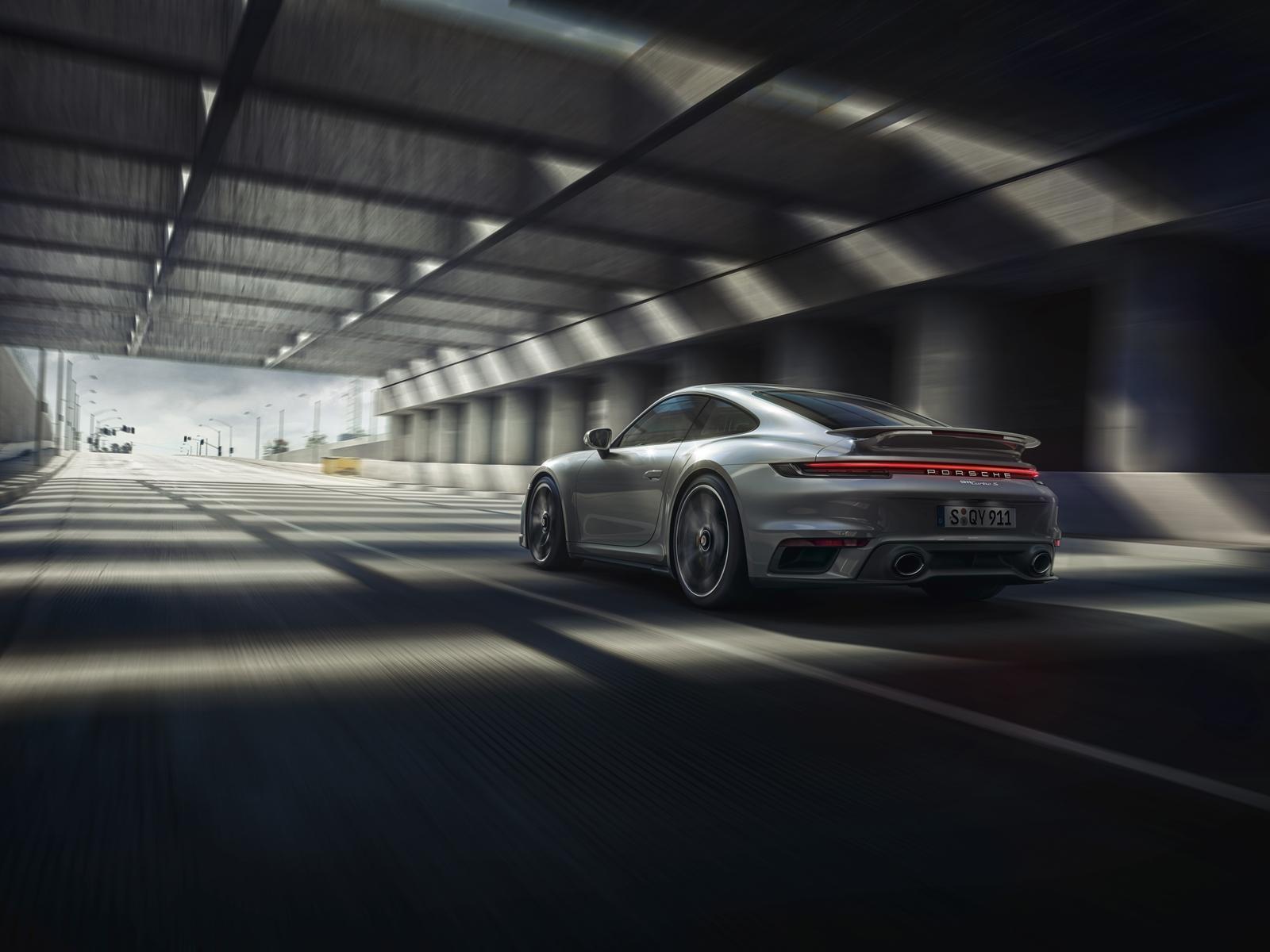 Porsche 911 Turbo S (2)