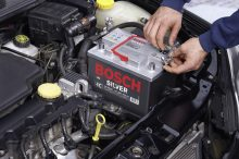Cinco errores que acaban con la vida útil de la batería de tu coche