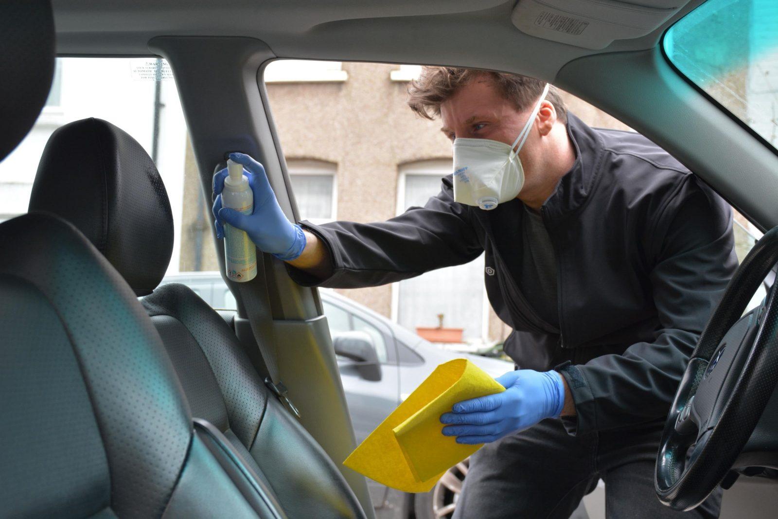 Limpiar Y Desinfectar El Coche Para Eliminar El Coronavirus