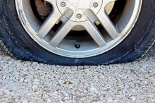 Cómo actuar si sufres el reventón de un neumático
