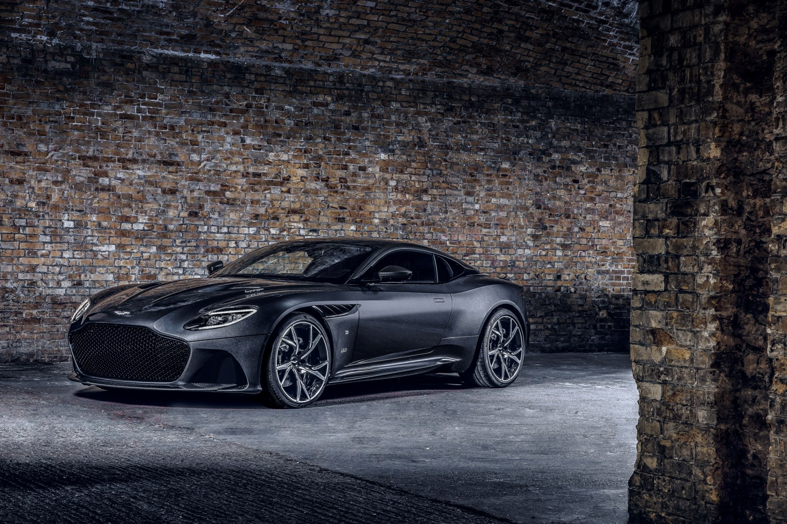 Aston Martin Dbs Superleggera 007 Edition (2)