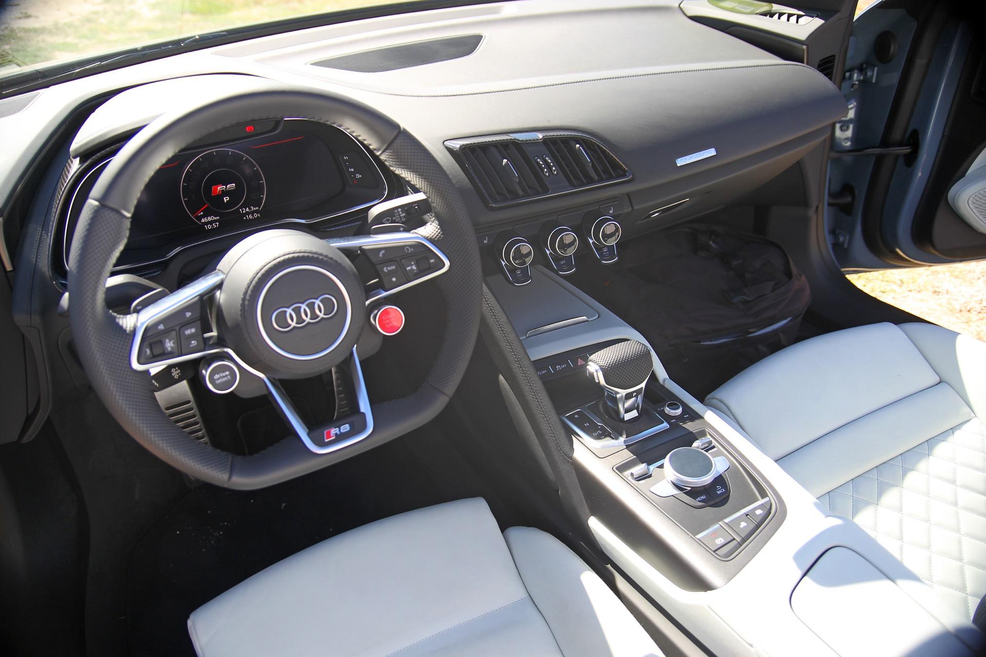 Audi R8 V10 Spyder 4