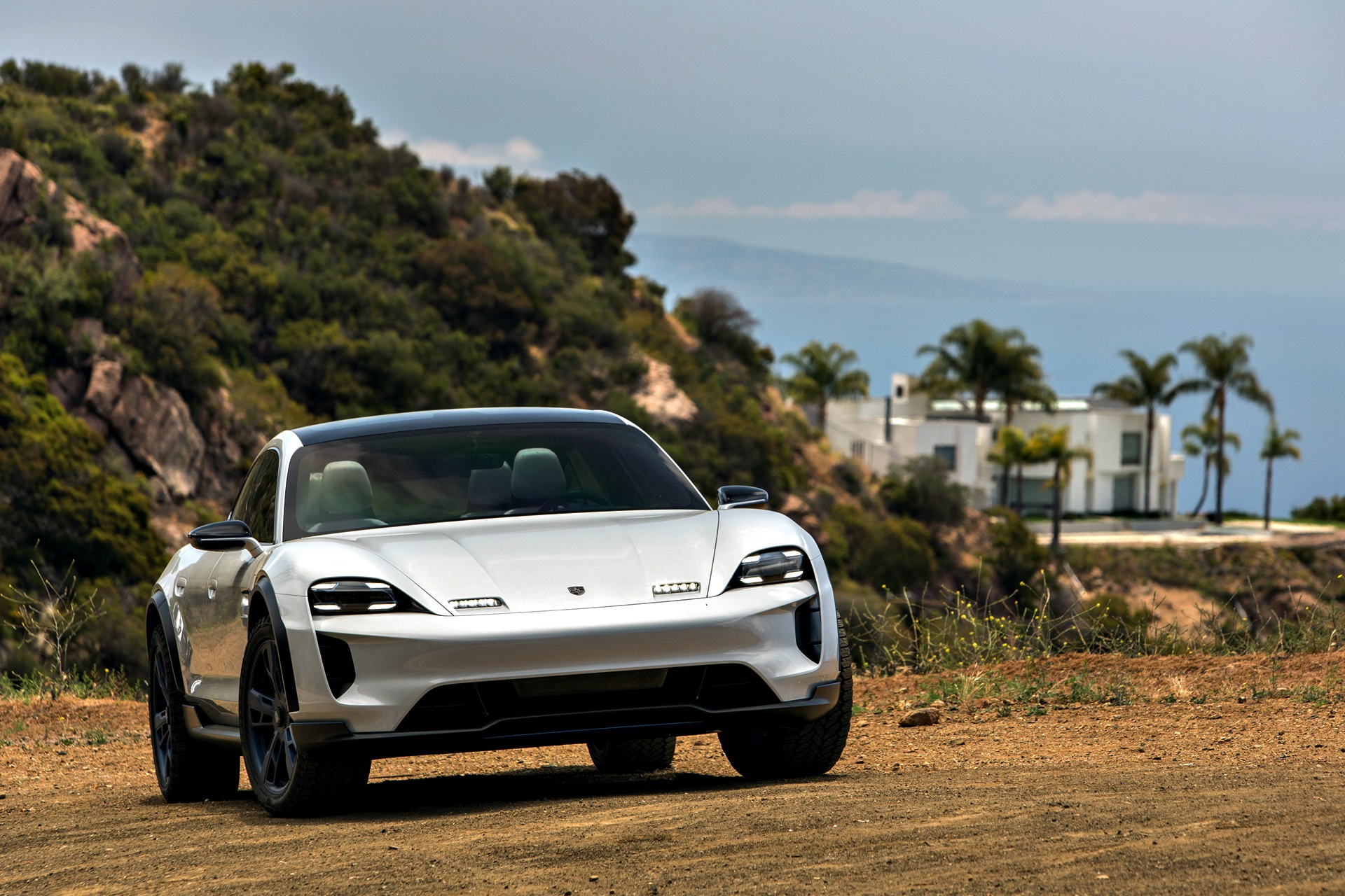 Porsche Mission E Cross Turismo 35