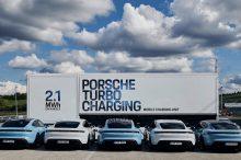 Porsche Taycan y el camión para llevar la electricidad donde haga falta