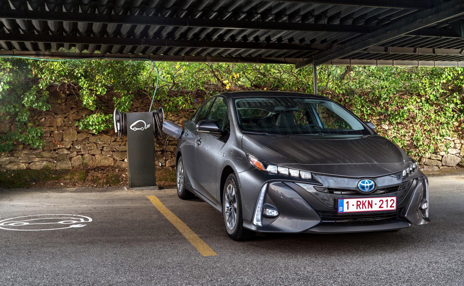 Toyota Prius Plug In 01