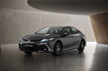 El Toyota Camry híbrido se actualiza de cara a 2021