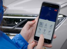 Car And Smartphone Merge Into One: Touareg Now Parks By Remote C